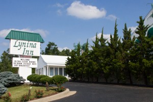 Lynina Inn  conveniently located  to all Branson offers on the Shepherd of the Hills Expressway.