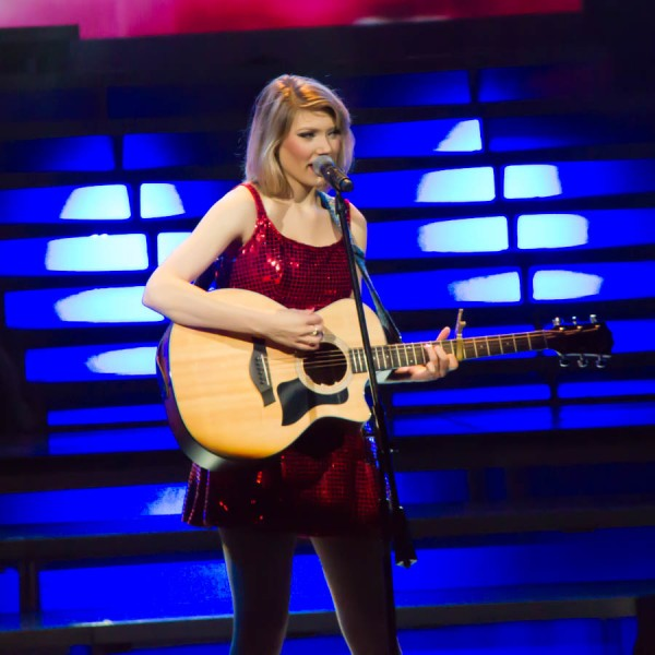 Elizabeth Scarbourough performing her Taylor Swift tribute at Legends in Concert.