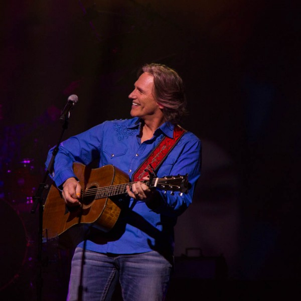 Billy Dean doing what he does best and enjoying it!