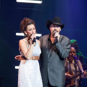 "Danielle Peck and Billy Yates performing the classic Dolly Parton-Kenny Rogers duet of ""Islands in the Stream."""
